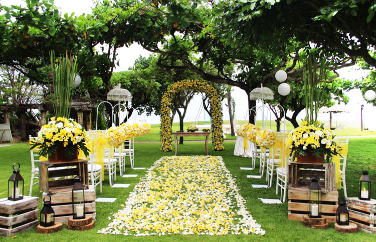Wedding in the lush garden with the sounds of the ocean, Bali wedding, garden ocean view wedding venue