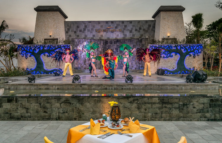 Bali Wedding Venue, Splendid outdoor wedding take place at the Ramayana Theatre