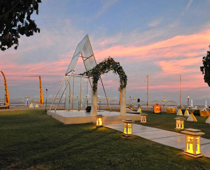 Chapel Wedding located by the beach with splendid view of Indian Ocean
