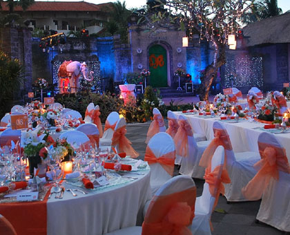 Splendid outdoor wedding take place at the Ramayana Theatre